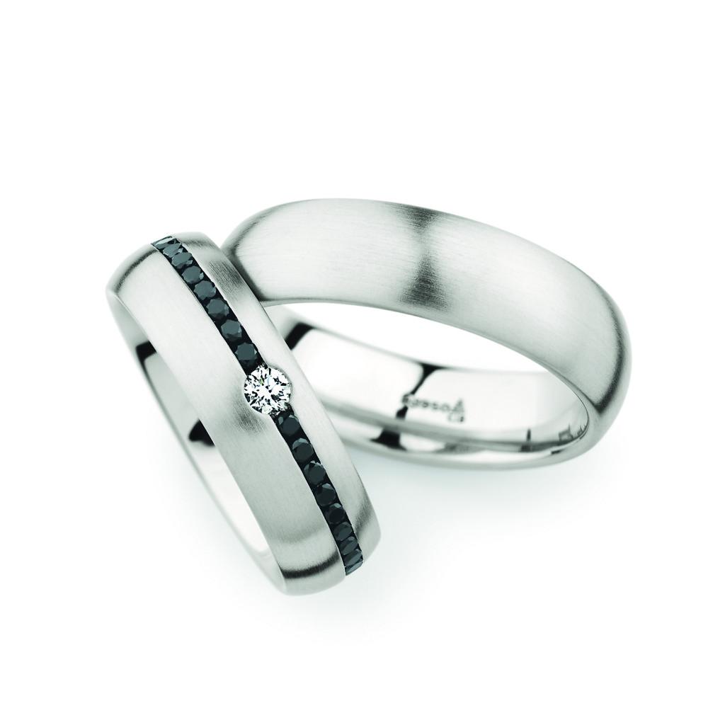 Witgouden trouwringen met zwart diamant