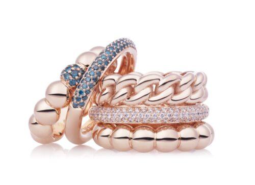 Bron ringen met blauw diamant